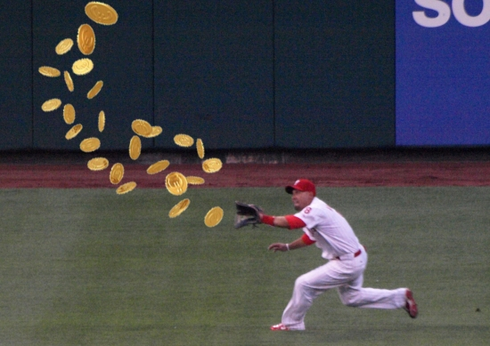 Victorino catching gold.jpg